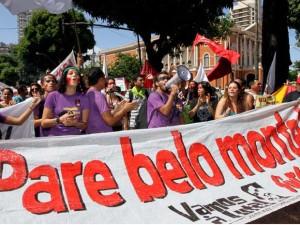 Manifestantes do Movimento Xingu Vivo para Sempre, coletivo de organizações sociais de ambientalistas da região de Altamira, e do Movimento Brasil pela Vida nas Florestas realizam caminhada pelas ruas da cidade de Belém (PA), contra Belo Monte e o novo código Florestal, neste sábado (20), Dia Internacional de Ação em Defesa da Amazônia. (Foto: Agência Estado)