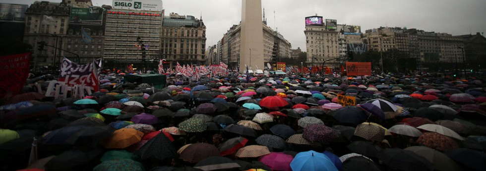 2016-10-19t220208z_399605346_s1beuhyeuyaa_rtrmadp_3_argentina-crime-protests-980x345